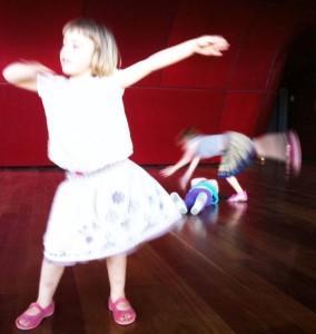 2012 Pensar, bailar y programar con imágenes: o cuando el lenguaje visual es una certeza sobre la que estamos construyendo