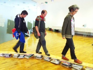 2012 Puentes, VACAS y toallas de playa: salvando los obstáculos entre el museo y la escuela a través del arte contemporáneo